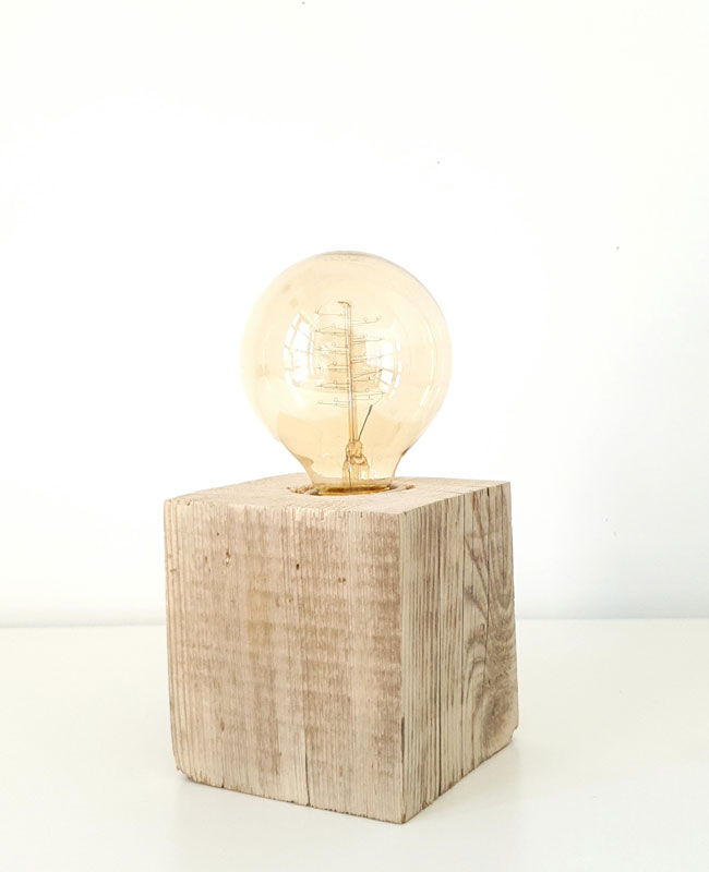Kubo - lampa de masa minimalista
