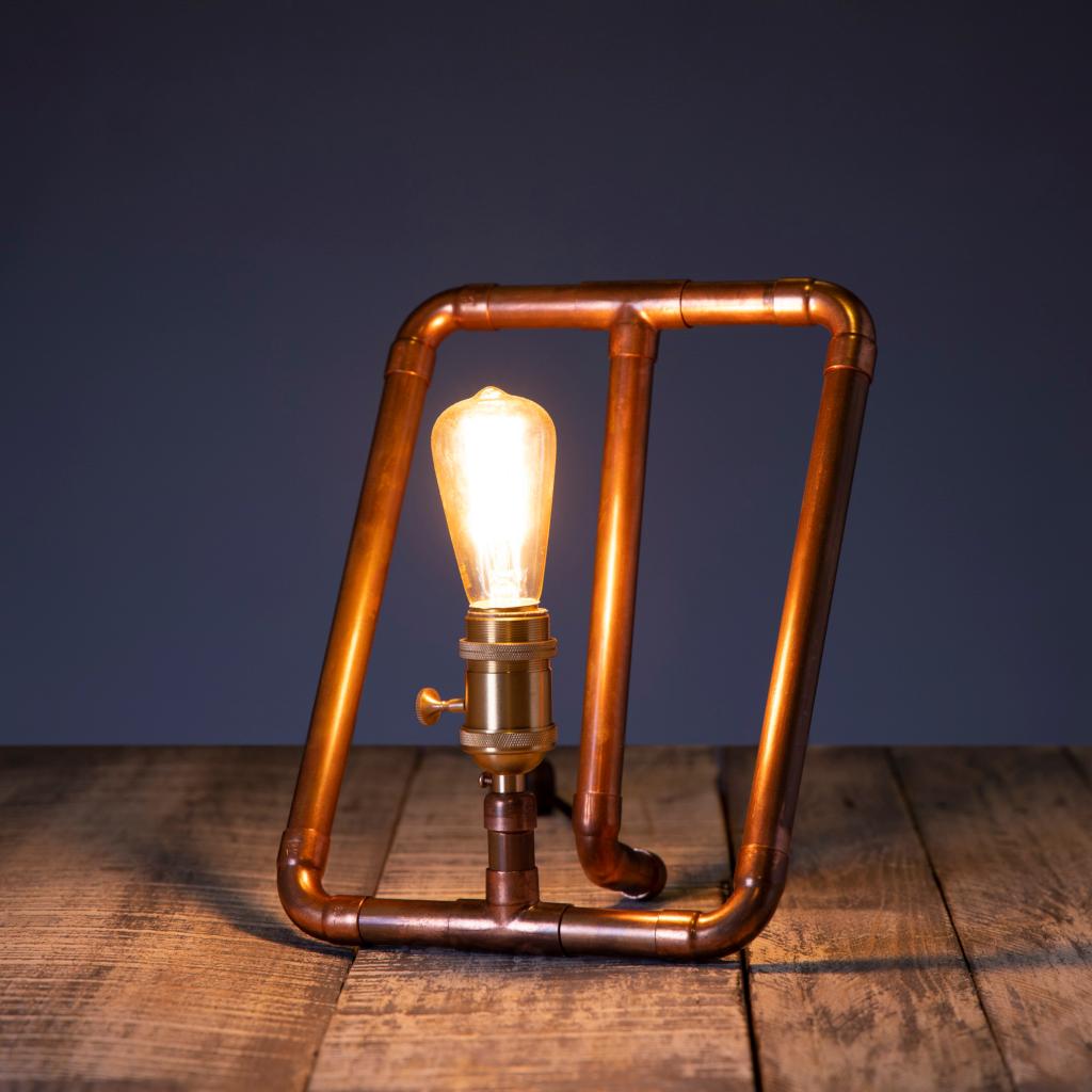 Jopla - lampa de birou din tevi de cupru
